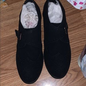 NWT Mens slip on shoes black 10.5 cushioned
